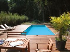 In the design of above-ground pool, deck free