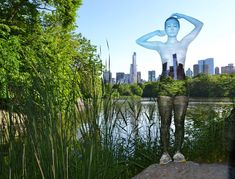Body Painter Trina Merry Makes NYC Models Disappear (pic 3/7)