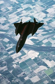 """This """"air-to-air overhead"""" photo of the United States Air Force (USAF) Blackbird strategic reconnaissance jet was snapped by USAF Tech. Military Jets, Military Aircraft, Fighter Aircraft, Fighter Jets, Jet Plane, Air Force, Airplanes, Blackbirds, Blackbird Sr 71"""
