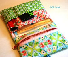 Sewing Projects, Projects To Try, Pouch Tutorial, Fabric Bags, Handmade Bags, Clutches, Sunglasses Case, Diy And Crafts, Wallet