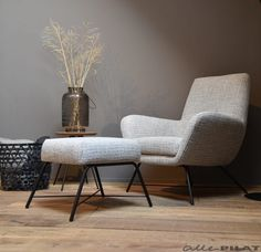 Fauteuil Lex – Finance is important My Living Room, Home And Living, Living Room Decor, Rocking Chair Nursery, Luxury Dining Tables, Bars For Home, Cheap Home Decor, Home Art, Furniture Design