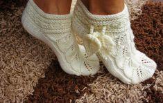 We knit an openwork slippers socks (Knitting with knitting needles) Knitted Slippers, Crochet Slippers, Knit Crochet, Knit Shoes, Sock Shoes, Knitting Projects, Knitting Patterns, Crochet Patterns, Knitting Socks