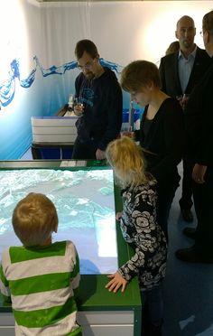 Esillä on monipuolinen joukko kohteita, jotka kertovat merestä ja vesistöistä. Oulu (Finland)