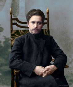 Leonid_Andreyev_sitting_on_a_chair_color.jpg