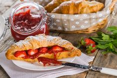 Coulis de capsuni Croissant, Camembert Cheese, Gem, Sandwiches, Sweets, Ethnic Recipes, Food, Gummi Candy, Candy