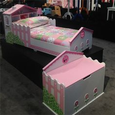 This gorgeous bed and toy chest from Kid Kraft is ideal for a little girl's room!