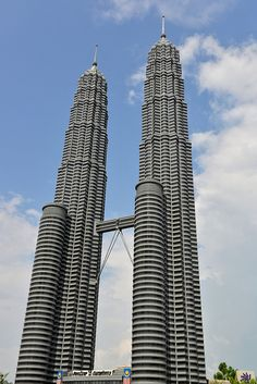 Day 1 Petronas Twin Tower, Kuala Lumpur The tallest buildings in the world from 1998 to 2004, and the building are the landmark of Kuala Lumpur #Malaysia #Kualalumpur #TwinTower