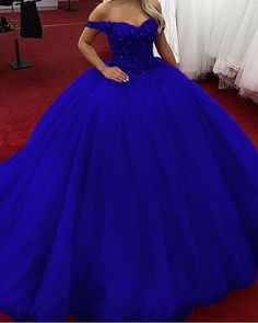 Luxurious Crystal Beaded Sweetheart Bodice Corset Tulle Ball Gowns Wed – slayingdress - - Source by marieschner Sweet 16 Dresses Blue, Royal Blue Prom Dresses, Blue Ball Gowns, Tulle Ball Gown, Ball Gown Dresses, Pretty Dresses, Pageant Dresses, Quincenera Dresses Blue, Quince Dresses Burgundy
