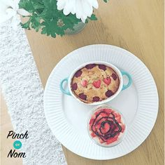 A Note From Us Regarding Slimming World - Pinch Of Nom Slimming Recipes Baked Oats Slimming World, Slimming World Desserts, Oats Recipes, Sweet Recipes, Cooking Recipes, Recipies, Slimming Eats, Slimming World Recipes, Low Syn Chocolate