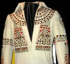 The beautiful Egyptian suit ( 1973 ) That suit is today in display at Graceland.