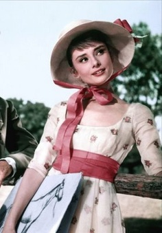 Audrey Hepburn as Natasha Rostova in War and Peace Costume Design by Maria De Matteis, Giulio Ferrari (uncredited). Arte Audrey Hepburn, Aubrey Hepburn, Audrey Hepburn Makeup, Hollywood Glamour, Old Hollywood, Hollywood Divas, My Fair Lady, Marlene Dietrich, Brigitte Bardot