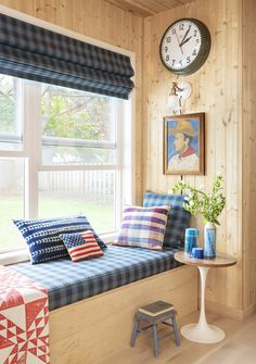 Home Tour: Max Humphrey's Modern Americana Abode | Schoolhouse Colour Pallete, Color Palettes, Design A Space, Space Photography, Extension Dining Table, Dining Nook, Dining Tables, To Color, Pattern Mixing