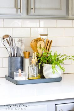 Kitchen Counter Organization in a Styling Way - Inspiration For Moms A well organized kitchen is such a beautiful sight. Turn your kitchen counter organization into a display that is not only functional but also stylin'! Painting Kitchen Cabinets, Kitchen Paint, Home Decor Kitchen, Home Kitchens, Kitchen Decorations, Kitchen Ideas, Kitchen Counter Inspiration, Decorating Kitchen Counters, Apartment Kitchen Decorating