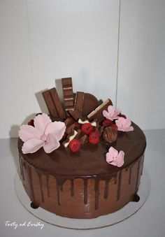Drip cake & flowers  - cake by Cakes by Evička