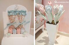 tulipas tecido decorando quarto bebê