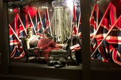 """Metiers d'art Bryzaz"" holiday window in Paris's Printemps"