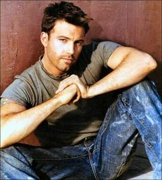 Ben Affleck -- I think he's so handsome, but he looks an awfully lot like my son! Young Ben Affleck, Casey Affleck, Ben Afleck, Pretty People, Beautiful People, Photo Star, Jean Délavé, Z Cam, Matt Damon