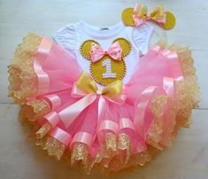 Highest quality Kid Skirt Clothes for your little one, We have now a good collection of handmade infant young one dress long dresses. Tutu Minnie, Minnie Mouse Birthday Outfit, 1st Birthday Princess, 1st Birthday Outfits, Birthday Tutu, Birthday Dresses, Mouse Outfit, Birthday Cake, Baby Tutu Tutorial