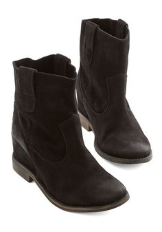 a2e2f37adab6 49 best Shoes   Boots I Need!! ISO images on Pinterest
