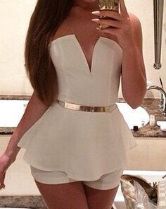 Strapless V Neck White Peplum Romper Sexy Fall Fashion, Look Fashion, Autumn Fashion, Trending Fashion, Girl Fashion, Luxury Fashion, Sexy Outfits, Fashion Outfits, White Outfits