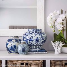34 Ideas Home Decored Blue Living Room Ginger Jars For 2019 Hamptons House, The Hamptons, Asian Living Rooms, Asian Room, Blue And White China, Decorated Jars, Ginger Jars, White Decor, Interior Design Inspiration