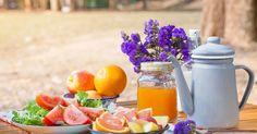 In dit artikel lees je 12 snack ideeën die jou leuke picknick heel gezond maken. Verras je medepicknickers en laat ze zien hoe lekker gezond eten kan zijn.