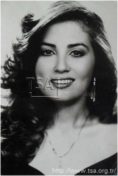 Bahar Öztan - TSA Türk Sineması Araştırmaları - Beta Geometric Drawing, Old Actress, Turkish Actors, Horror Movies, Old Photos, My Eyes, Actors & Actresses, Celebs, Poster