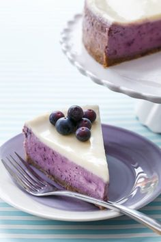 Make the most of summer blueberries with this amazing Roasted Blueberry Crème Fraîche Cheesecake (seriously, it's the best cheesecake I've ever had!)