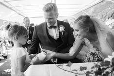 Hochzeit Wolfgangsee und Laimer Urschlag - Lisa & Chris - Foto Sulzer Blog Lisa, Wedding Rings, Engagement Rings, Wedding Dresses, Blog, Fashion, Pictures, Engagement, Couple