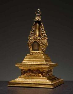 EIN STUPA (CHÖRTEN)  Feuervergoldete Bronze. Sinotibetisch, 18. Jh.