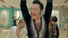 Noticias K-POP: PSY renova contrato com YG Entertainment