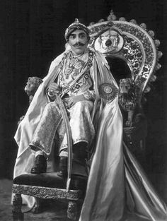Maharana Bhupal Singh of Udaipur - Mewar. India Asia, India And Pakistan, Duleep Singh, Indian Project, Indian Sword, King Painting, Royal Indian, Court Dresses, History Of India