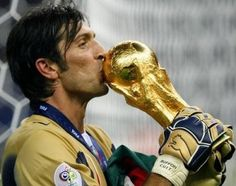 Gianluigi Buffon (ITA) celebrates with the trophy after the final of the 2006 FIFA World Cup between Italy and France. Football Soccer, Football Players, Football Jokes, Italy World Cup, Philipp Lahm, Xavi Hernandez, Fifa World Cup, Goalkeeper, Lionel Messi
