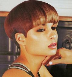 After having shortened her bob Graduated Bob Haircuts, Very Short Haircuts, Bob Haircuts For Women, Wedge Hairstyles, Undercut Hairstyles, Retro Hairstyles, Bowl Haircuts, Haircuts With Bangs, Really Short Hair