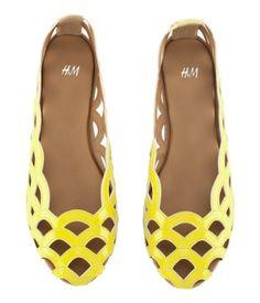 Bailarinas, zapatos amarillos, h&m shoes, fashion, moda www.PiensaenChic.com