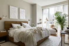 Calm Neutral Tones in a New York Apartment - The Nordroom Soho House Malibu, Lovely Apartments, New York City Apartment, Rustic Apartment, Creative Home, New Homes, Palette, Interior Design, Furniture
