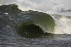 This is grotesque and these guys are nuts. Surf News, Surfer Magazine, Beach Activities, Ocean Rocks, Pacific Ocean, Atlantic Ocean, Ocean Waves, Oahu, Beautiful Places