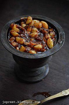 Malai Poondu Oorugai / Garlic Pickle