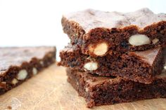Belleau Kitchen: prune and almond brownies - random recipes - healthy and happy Gluten Free Desserts, Healthy Desserts, Dessert Recipes, Eat Your Books, Fair Trade Chocolate, Snacks Saludables, High Fiber Foods, Baking Tins, Healthy Baking