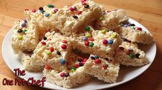 Home Made LCMs / Marshmallow Bubble Bars are a delicious treat, perfect for kid's parties or an occasional lunchbox snack. Puffed rice cereal is combined wit. Homemade Cake Recipes, Homemade Cookies, Baking Recipes, Chef Recipes, Yummy Treats, Sweet Treats, Yummy Food, No Cook Desserts, Dessert Recipes