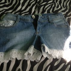 Got some old blue jeans you don't like anymore? Cut them to shorts and sew lace on them. These are my first try :)