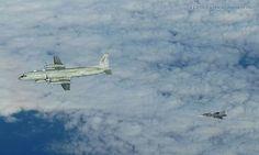 """Tschechische Luftwaffe Tschechische """"Gripen"""" und Iljuschin Il-20 """"Coot"""""""