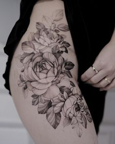 Search inspiration for a Blackwork tattoo. Cover Up Tattoos, Mini Tattoos, Sexy Tattoos, Body Art Tattoos, Cool Tattoos, Tatoos, Waist Tattoos, Flower Hip Tattoos, Floral Thigh Tattoos