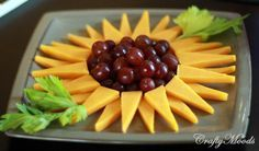New fruit tray ideas for party display cheese plates ideas - Creative Food Sunflower Birthday Parties, Sunflower Party, Sunflower Baby Showers, Birthday Ideas, Cute Food, Good Food, Appetizer Recipes, Appetizers, New Fruit