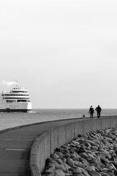 Spaziergang auf der Mole, schwarz-weiss, Fotografie, Photography, fotografieren, taking photos