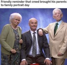Friendly reminder that creed brought his parents to family portrait day - iFunny :) Best Of The Office, The Office Show, Stupid Funny Memes, Funny Relatable Memes, Hilarious, Dundee, Office Jokes, Office Fan, Office Pictures