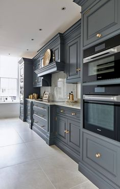 37 luxury kitchen ideas to inspire you- 2020 – Page 15 of 37 – coloredbikinis. com kitchen interior design;kitchen ideas for small spaces; Home Decor Kitchen, Dark Grey Kitchen, Bathroom Decor Luxury, Grey Kitchen Designs, Kitchen Remodel, Luxury Kitchen, Home Decor, House Interior, Classic Kitchen Design