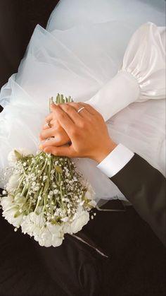 Wedding Picture Poses, Pre Wedding Photoshoot, Wedding Stage, Wedding Poses, Wedding Shoot, Wedding Couples, Dream Wedding, Wedding Day, Muslimah Wedding Dress