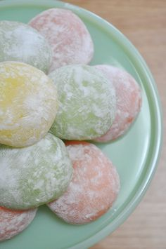 Pastel-tinted mochi balls (with ice-cream centre). Cute Desserts, Asian Desserts, Asian Recipes, Dessert Recipes, Sushi Recipes, Gourmet Desserts, Plated Desserts, Japanese Treats, Japanese Food