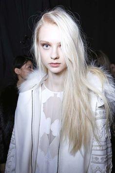Image uploaded by maru Find images and videos about model and nastya kusakina on We Heart It - the app to get lost in what you love. Ice Blonde, Blonde Hair, Modelo Albino, Blonde Beauty, Hair Beauty, Pretty People, Beautiful People, Albino Girl, Nastya Kusakina
